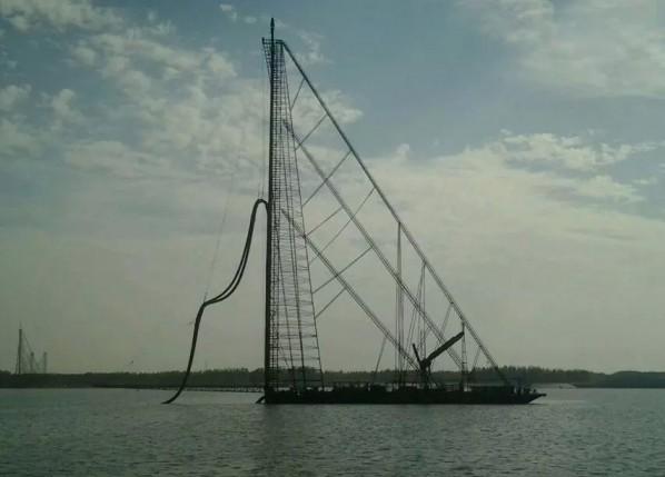 钻杆式抽沙船